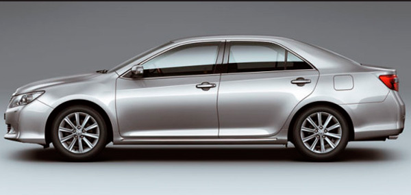 Toyota Camry 2012 фото с боку