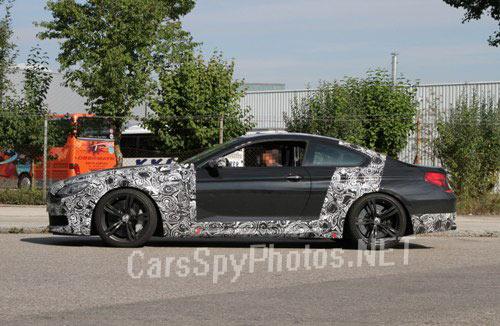 Новый BMW M6 2012 фото с боку