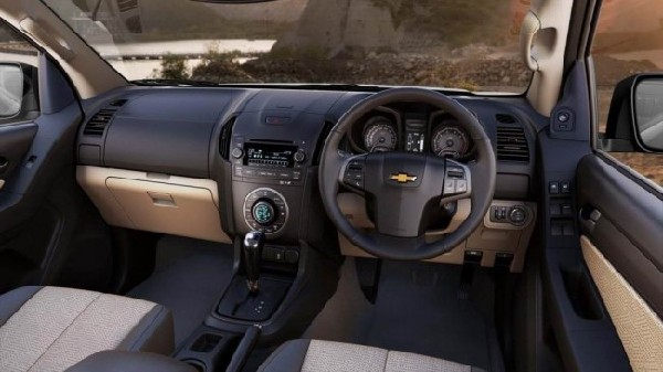 Фото салона Chevrolet Colorado 2012 года