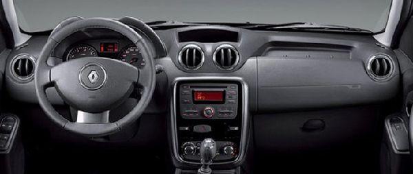 Фото салона Renault Duster 2012 для России