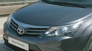 Седан Toyota Avensis 2012