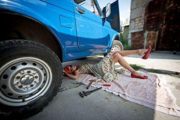 под машиной