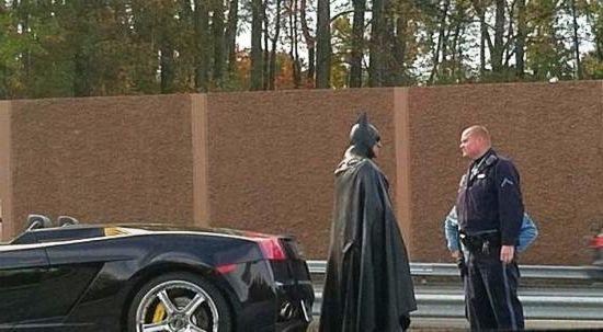 Бэтмен и полицейский - автоприкол