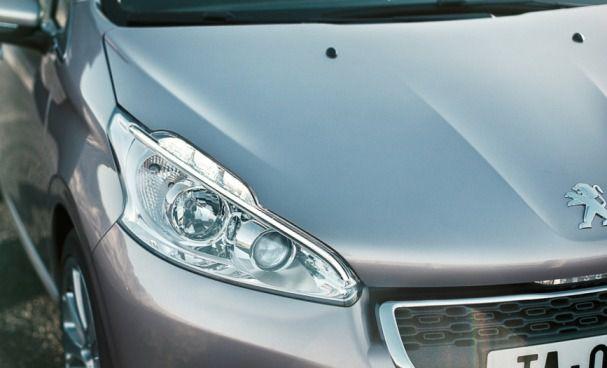 Peugeot 208 фара (фото)