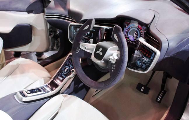 Место водителя - Новый Mitsubishi Outlander