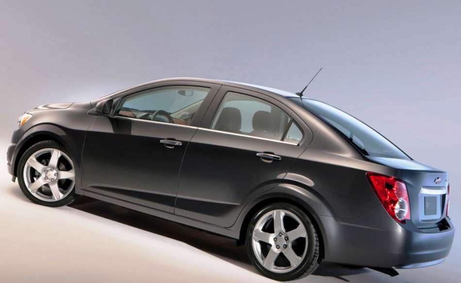 Фото сбоку Chevrolet Aveo 2012
