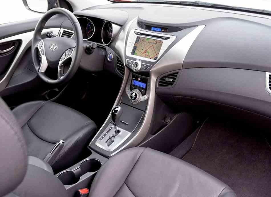 Салон купе Hyundai Elantra 2013 года