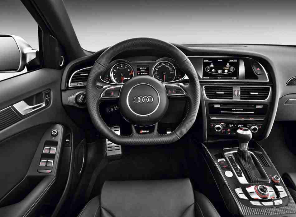 Салон обновленного Audi RS 4 Avant 2013 года