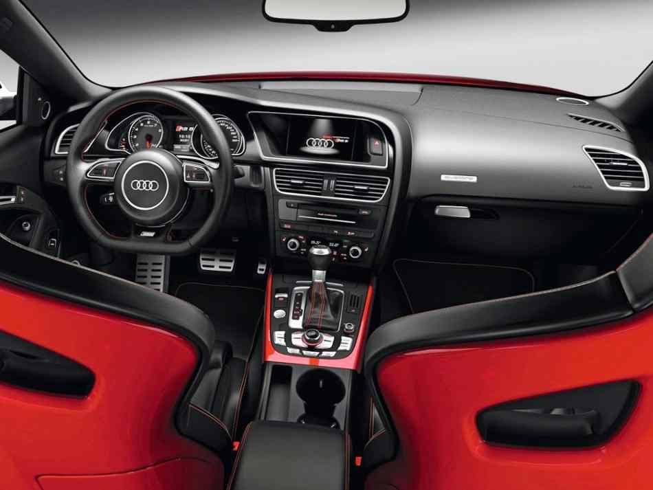 Салон Audi RS5 2012 года
