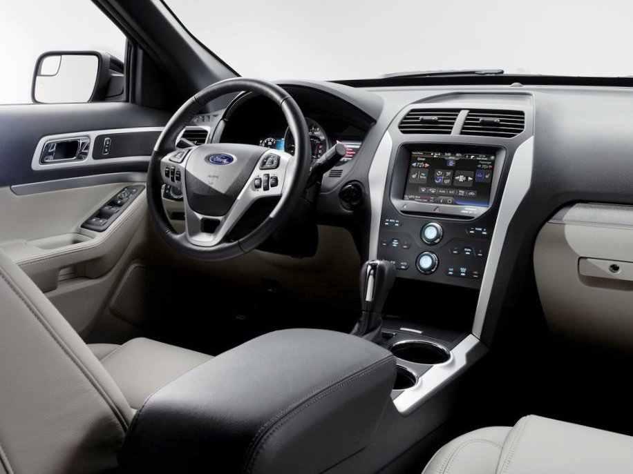 Салон Ford Explorer 2012 года