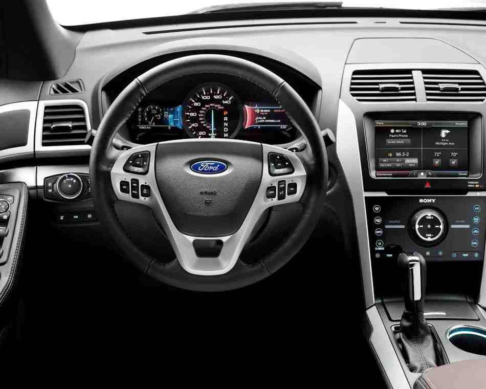 Салон Ford Explorer Sport 2013 года