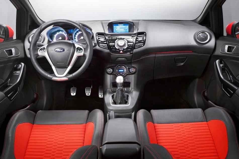 Салон Ford Fiesta ST 2013 года