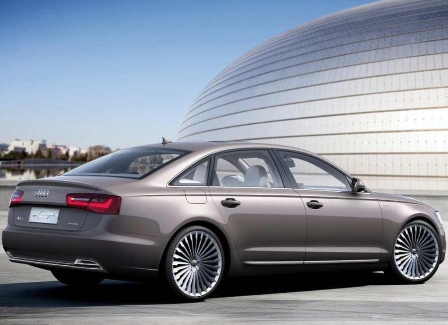 Фото сбоку Audi A6 L e-tron 2012