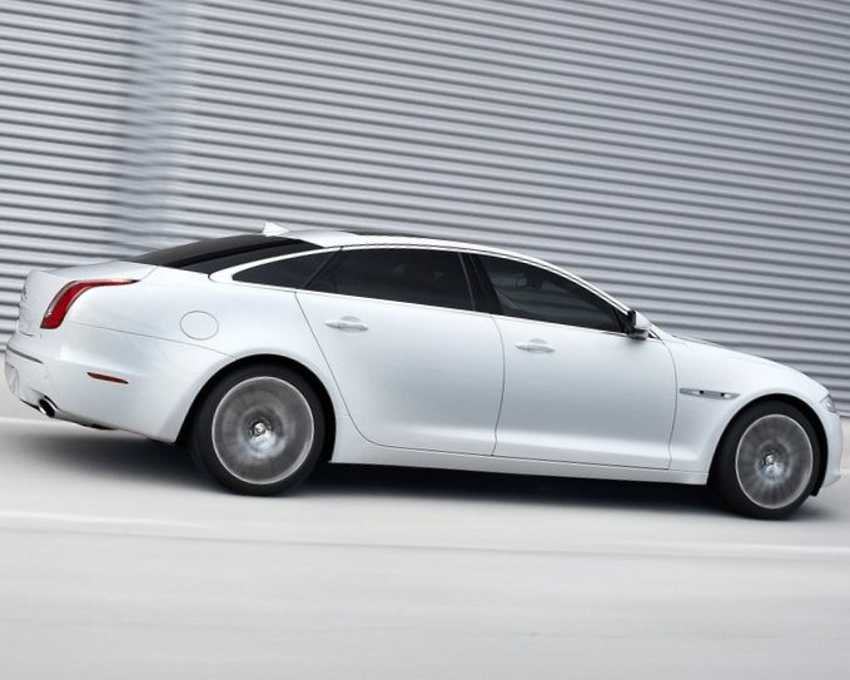 Фото сбоку Jaguar XJ Ultimate 2013 года