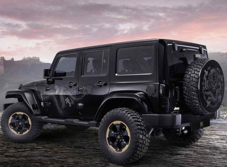 Фото сбоку Jeep Wrangler Dragon 2012