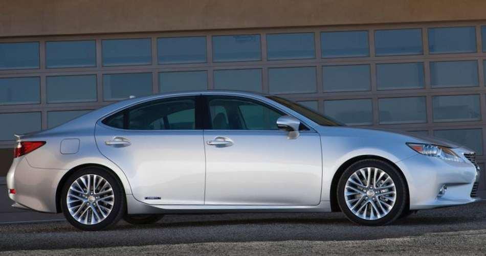 Фото сбоку Lexus ES 300h 2013 года