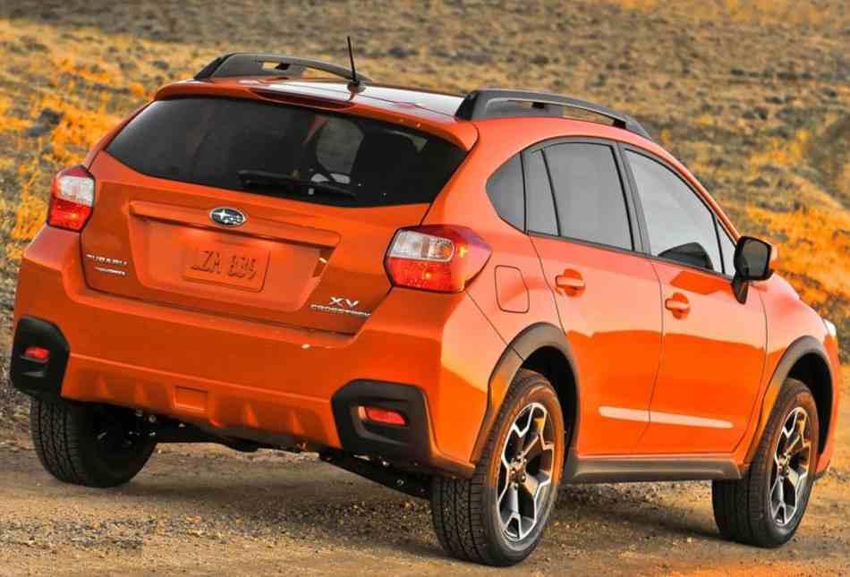Фото сзади Subaru XV Crosstrek 2013 года