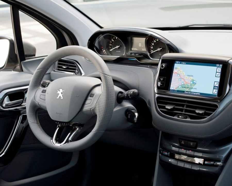 Салон Peugeot 208 2013