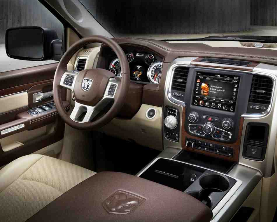 Салон нового пикапа Dodge Ram 1500 2013 года