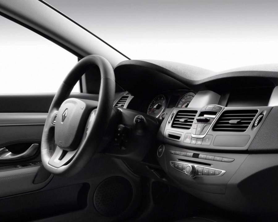 Фото салона купе Renault Laguna Coupe 2013