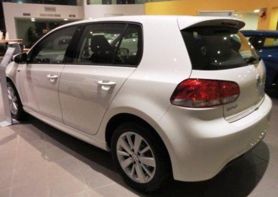 Фото сбоку Volkswagen Golf R-Line 2012