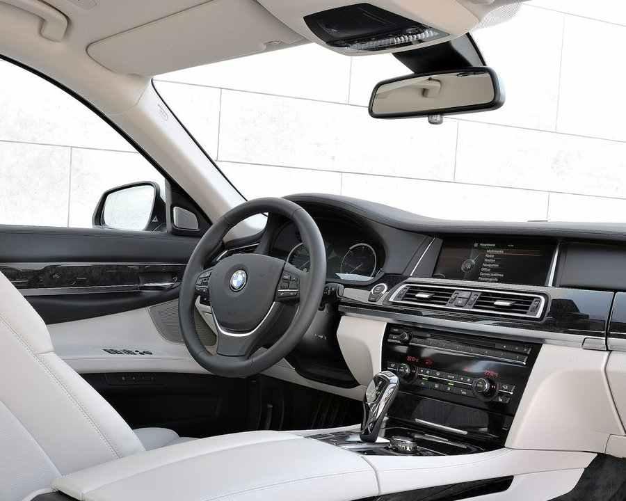 Салон BMW 7-Series 2013 года
