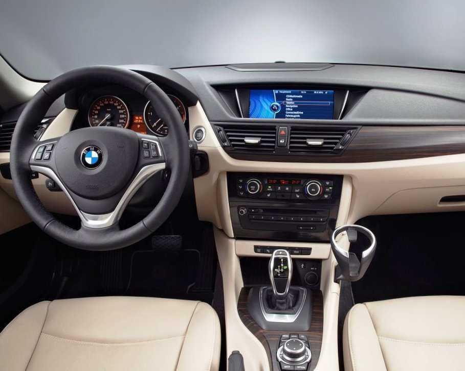 Салон BMW X1 2013