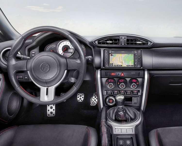 Салон Toyota GT 86 2013