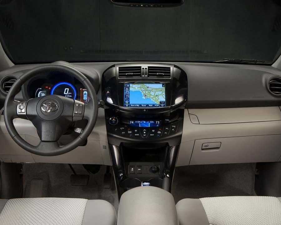 Салон Toyota RAV4 EV 2013 года