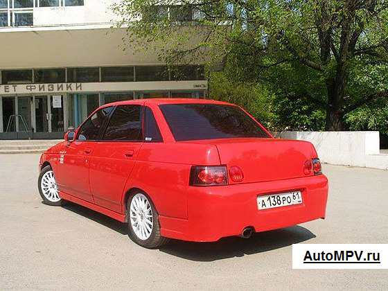 ВАЗ 2110 красного цвета