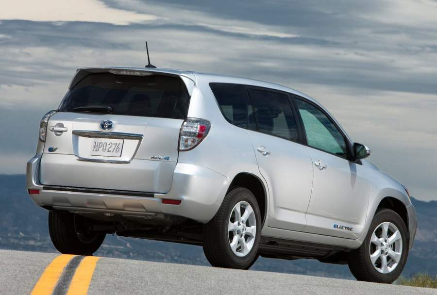 Задние фонари нового Toyota RAV4 EV 2013