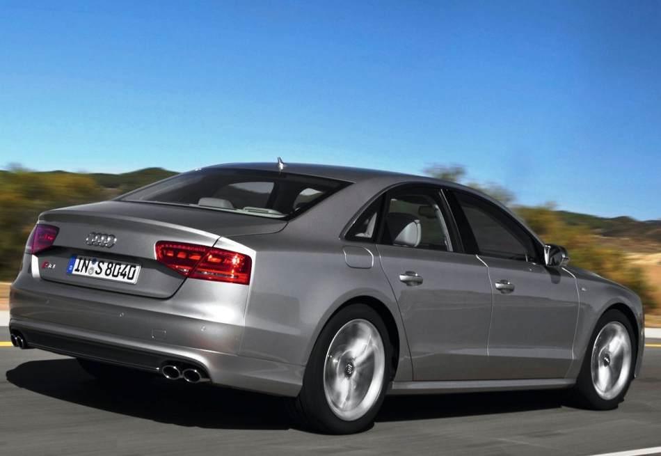 Фото сбоку Audi S8 2012 года