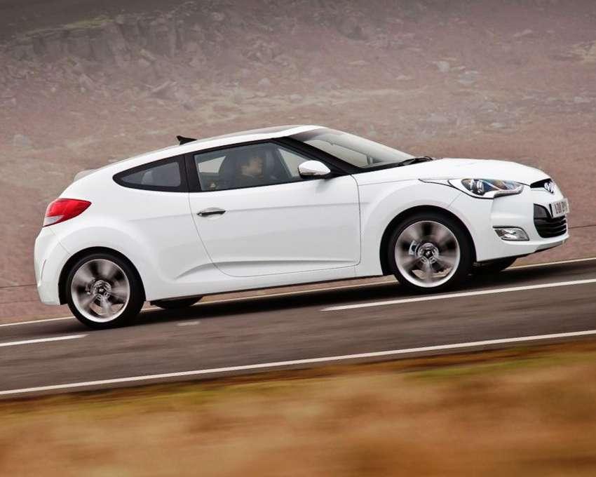 Фото сбоку Hyundai Veloster 2012