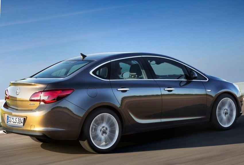 Фото сбоку Opel Astra седан 2013 года