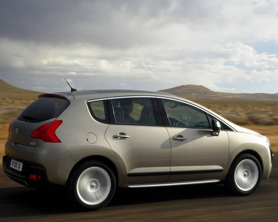 Фото сбоку Peugeot 3008 дизель