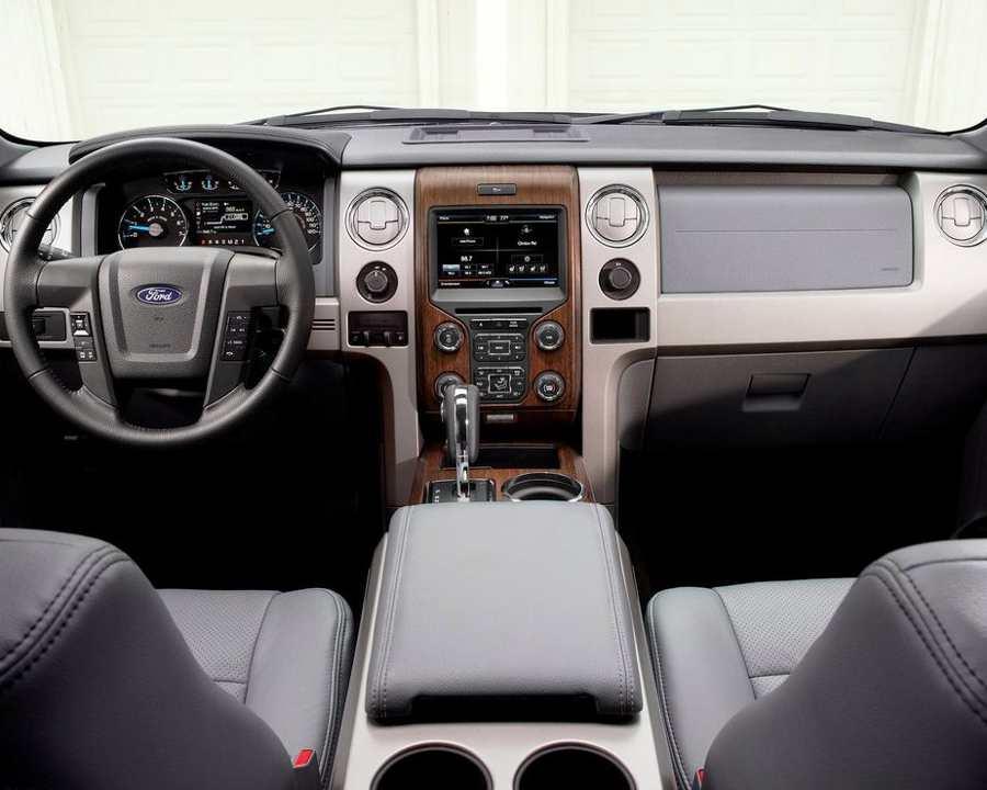 Салон Ford F-150 2013 года