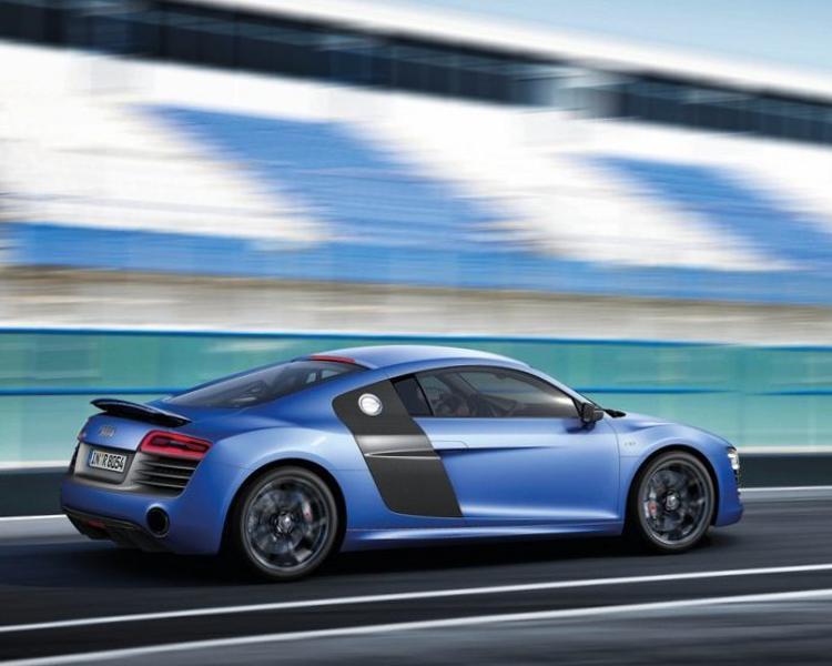 Фото сбоку Audi R8 V10 plus 2013