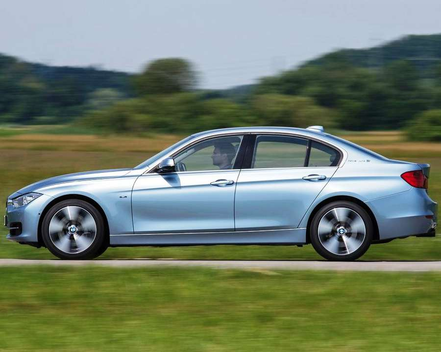 Фото сбоку BMW 3 ActiveHybrid 2013
