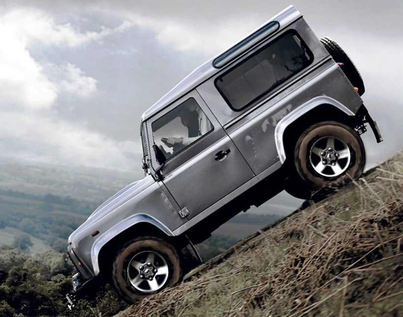 Фото сбоку Land Rover Defender 90 2012
