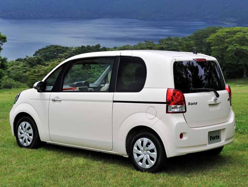 Фото сбоку Toyota Porte 2013
