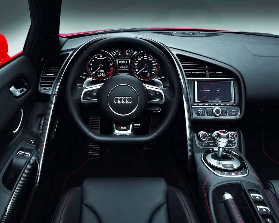 Интерьер Audi R8 2013