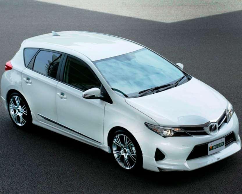 Бампер Toyota Auris 2013