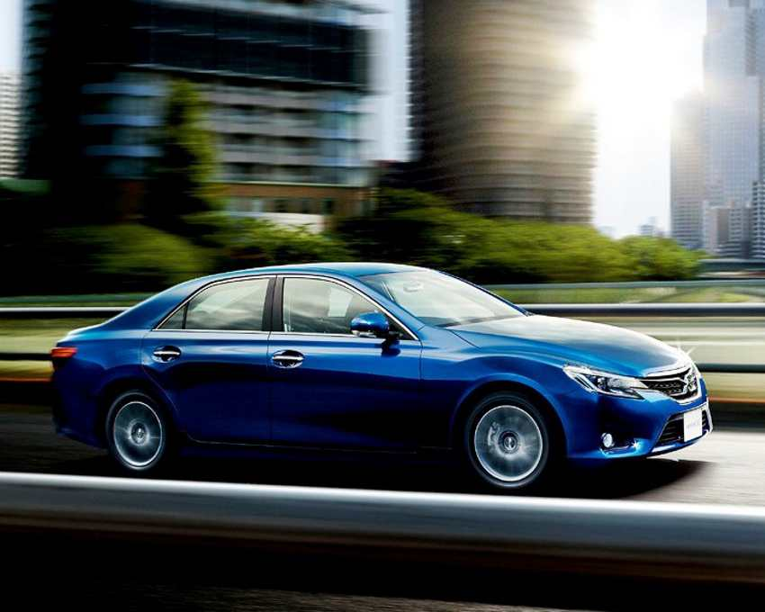 Фото Toyota Mark X 2013 сбоку