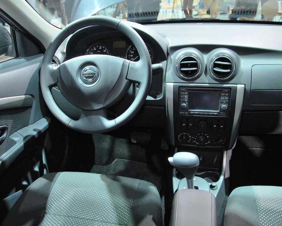 Интерьер Nissan Almera 2013 в России