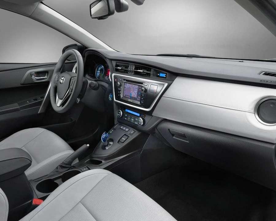 Салон Toyota Auris 2013
