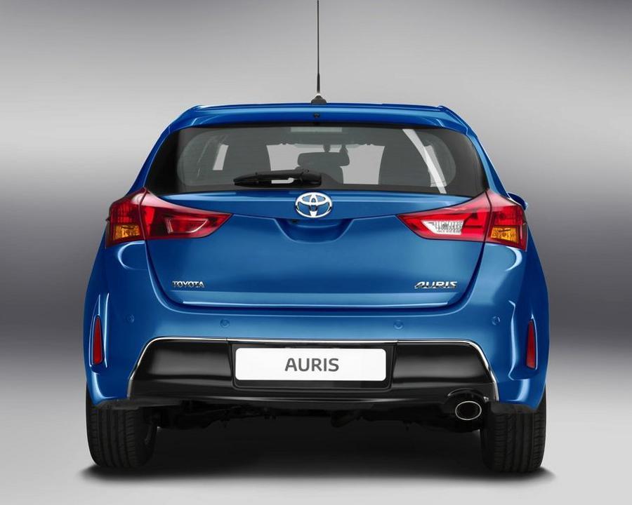 Задние фонари Toyota Auris 2013