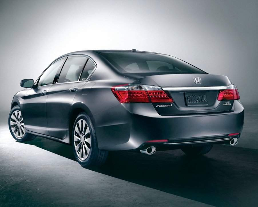 Задний бампер Honda Accord 2013 седан