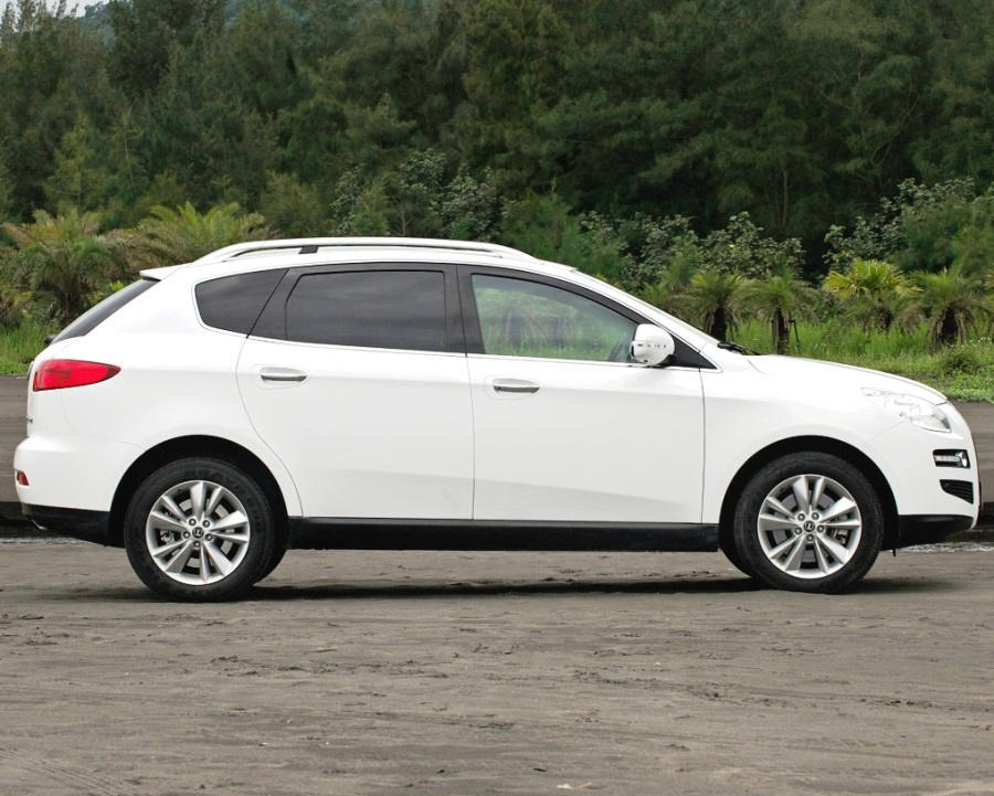 фото Luxgen 7 SUV сбоку