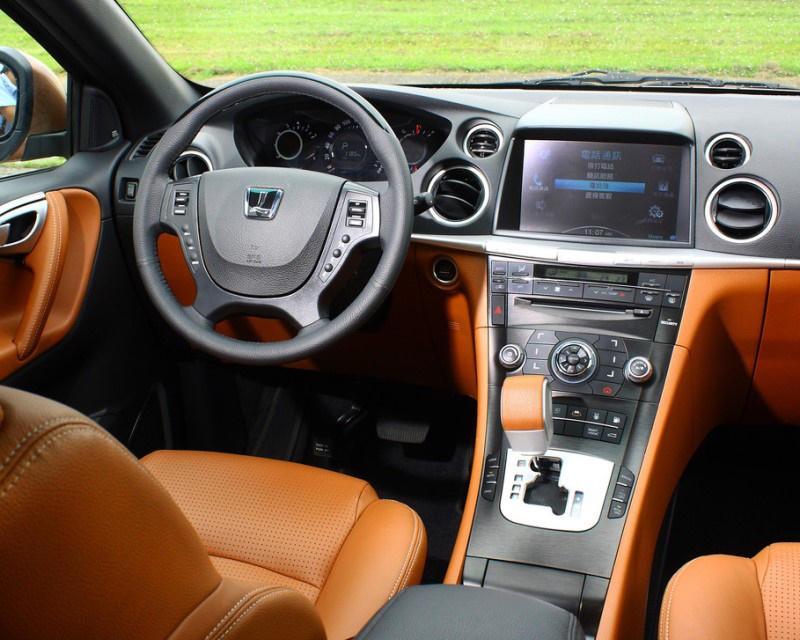 салон Luxgen 7 SUV 2014