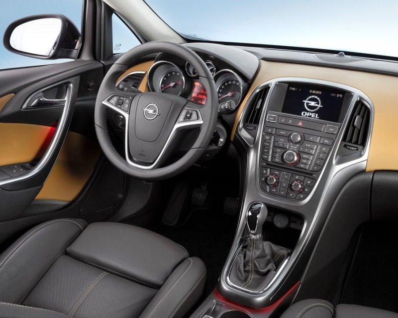 салон Opel Astra Седан 2013
